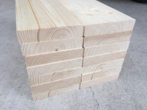 木材をカットする