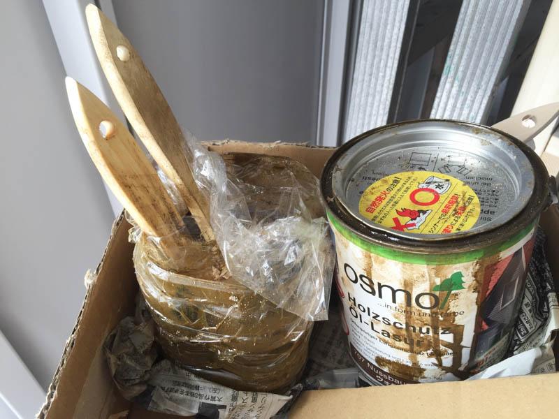 コンポストボックスの塗装ハケの保存