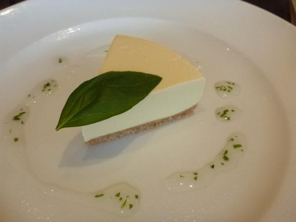 バジルのレアチーズケーキ