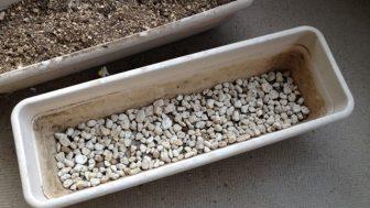 プランターの土を再生させる (土作り~肥料の追加、酸性からアルカリ性へ)